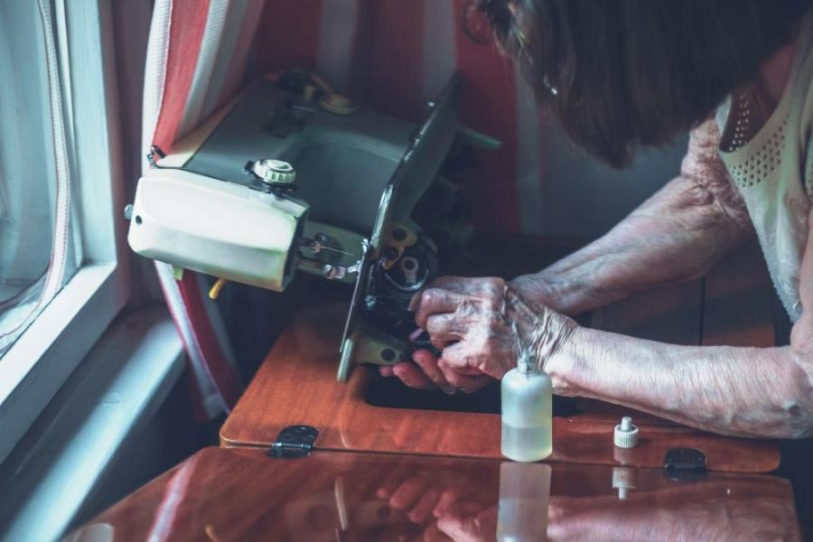 How to Easily Clean and Oil Your Sewing Machine